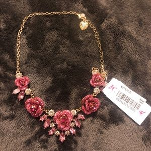 Betsey Johnson Glitter rose necklace